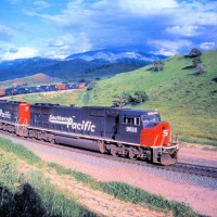 Southern Pacific SD70Ms heading for Tunnel #2